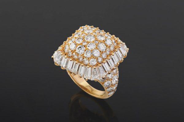 Lotto 432: VAN CLEEF & ARPELS - Anello in oro 18k e diamanti
