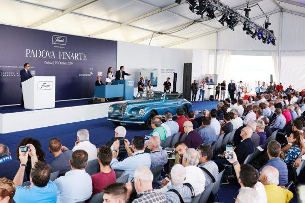 L'aggiudicazione dell'Alfa Romeo 6C 2500 Sport, venduta per € 639.060,00.
