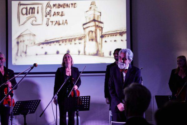 """Il Maestro Vessicchio e l'orchestra del orchestra del Sesto Armonico durante la serata """"Un Mare d'Amare"""""""