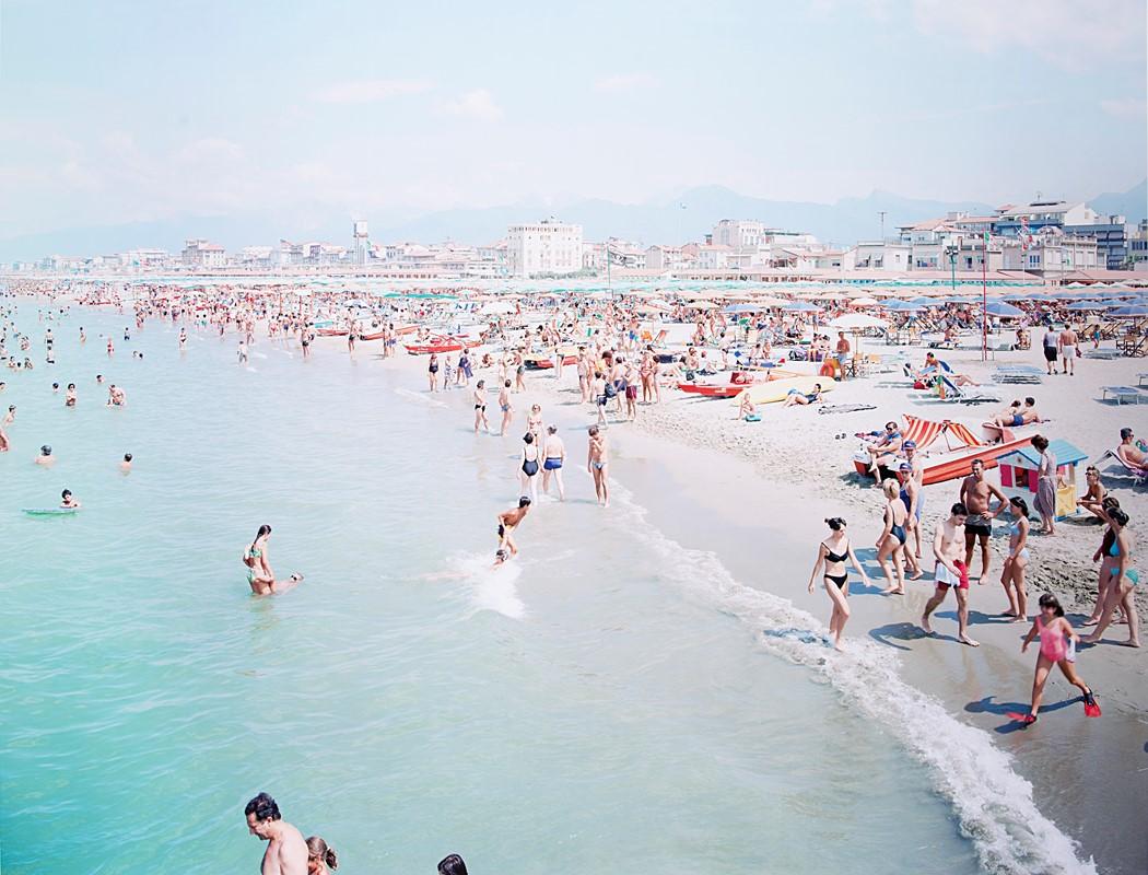 """MASSIMO VITALI, Viareggio Red Fins, Dal Portfolio """"Landscapes With Figures"""", 2002 – Venduto € 3.072"""