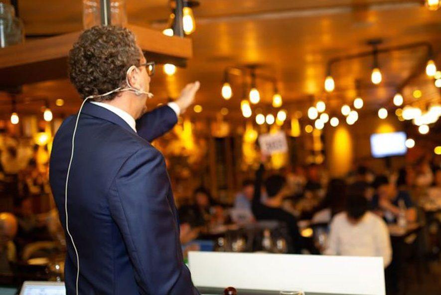 """Flaviano Gelardini nella sala gremita del """"Ciak in the Kitchen"""" di Hong Kong"""