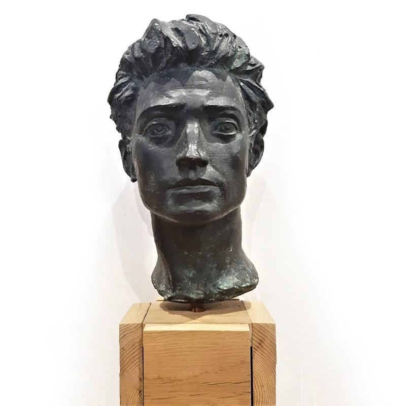 Lotto 98, MARINO MAZZACURATI, Volto virile - Particolare del Monumento ai Martiri Libanesi, 1958, Stima € 2.000 - 3.000