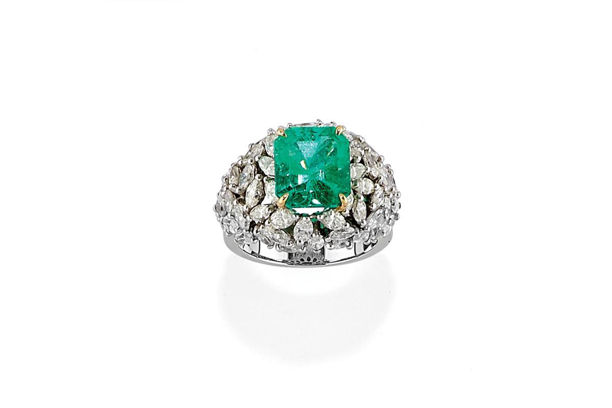 Anello Con Smeraldo E Diamanti – Venduto € 6.107,00