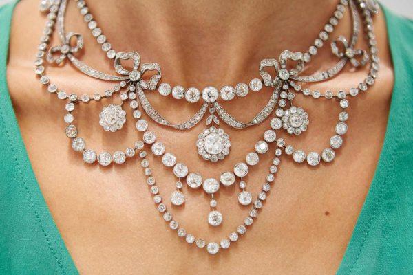 Dettaglio della collana in platino e diamanti taglio vecchio ct 40,00 (lotto 517 in asta martedì 23 giugno)