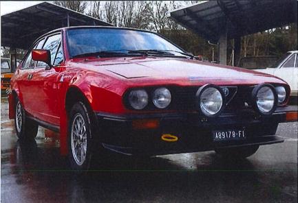 Immagine che contiene automobile, esterni, parcheggiato, rosso  Descrizione generata automaticamente
